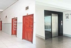 S-HT090006-Sell-GuessHouse-hallway