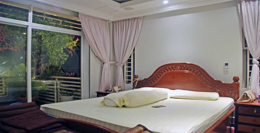 S-HS070001-Sell-DreamHouse-bed