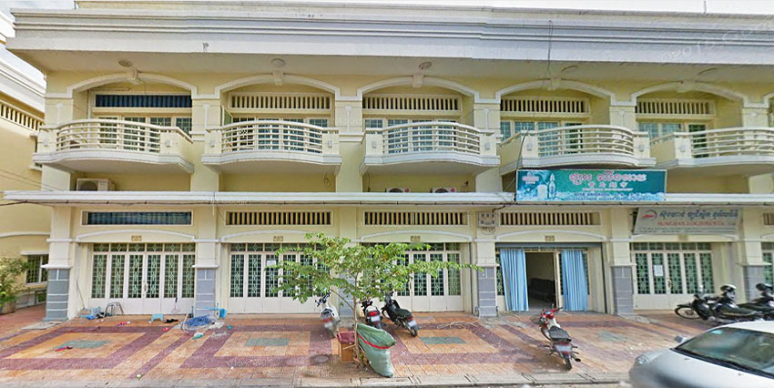 In Front Airport | Row House For Rent