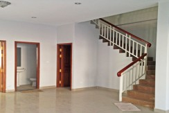 R-HS020098-rent-house-stair