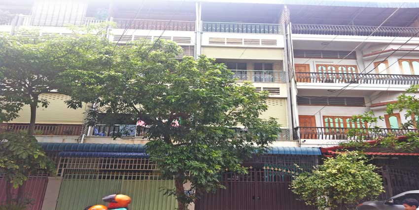 Near Callemet Hospital| Row House For Rent
